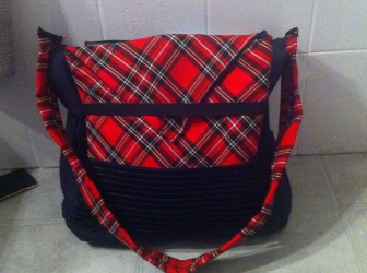 Le dos du sac est l'espace pour la pochette Pc, pas de perte de place dans la poche centrale !